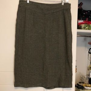 Greenish brown houndstooth pencil skirt